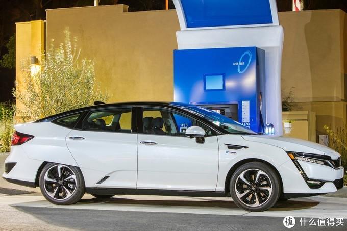 """2019进博会:""""本田大法""""有多厉害?来看看氢动力车Clarity就知道了"""