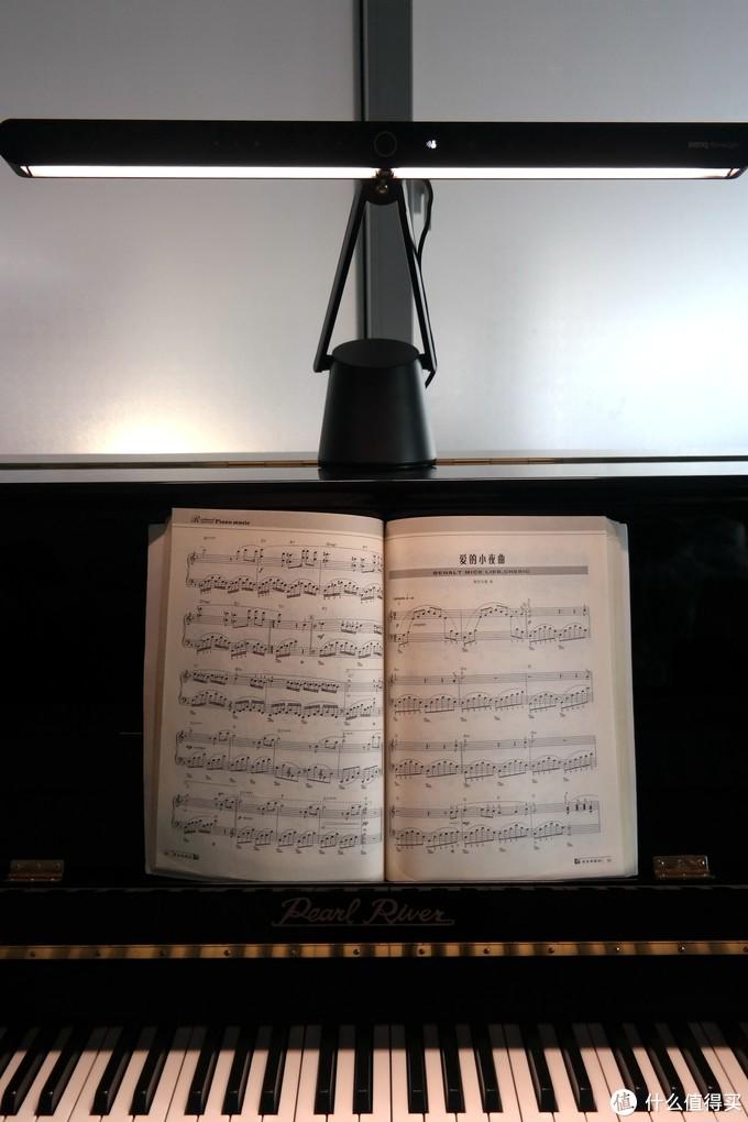 """明基 钢琴灯:它的""""性感""""配得上乐器之王吗?"""