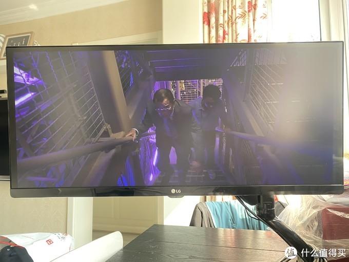 为了在家提升工作效率和写帖,买了LG带鱼屏显示器和它的周边