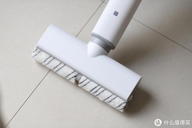 小米旗下新品:599元售价洒哇地咔微湿电动拖把,自清洁滚刷