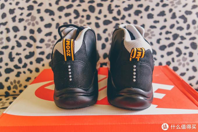后跟的形制其实是这双鞋质感和用料最弱的地方,不过那五个代表Alpha Project理念的点效果很好后边再说