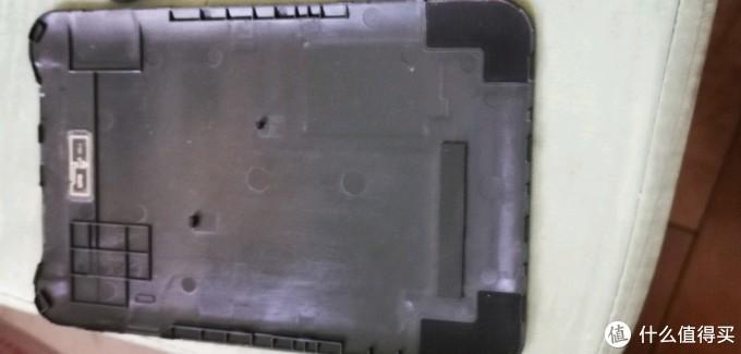 卸下来的后盖,特别薄,拆的时候大力很容易导致盖子裂开。