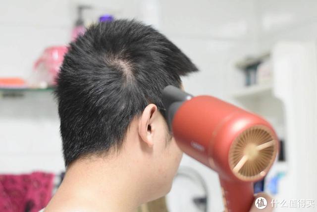 吹风机想要不伤头发,那水离子吹风机不可或缺