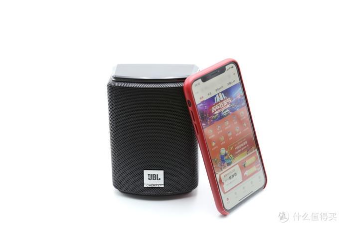 和iPhone X对比一下,体积也就只比一罐可乐稍大一点点