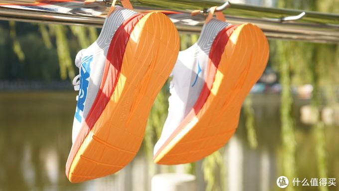 """我也买了一双碳板跑鞋,只不过不是Nike也不是䨻,它叫""""飞翔"""""""