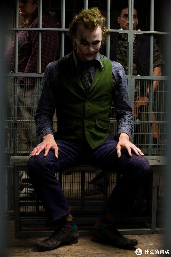 玩模总动员:《蝙蝠侠:黑暗骑士》小丑1:3雕像开订