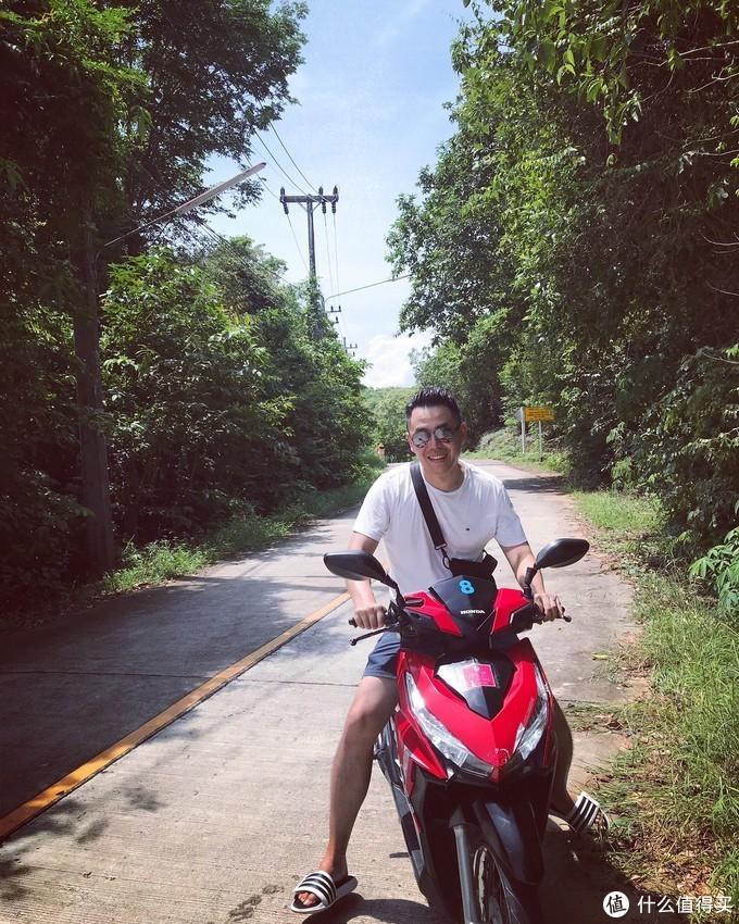 骑上我心爱的小摩托……