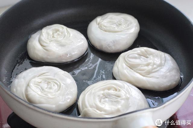 这菜冬天吃正合适,营养赛人参,烙成馅饼酥脆鲜美,一出锅就吃仨