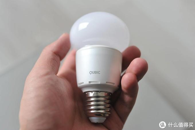 无线控制可变色的智能灯泡:调调新鲜灯泡测评