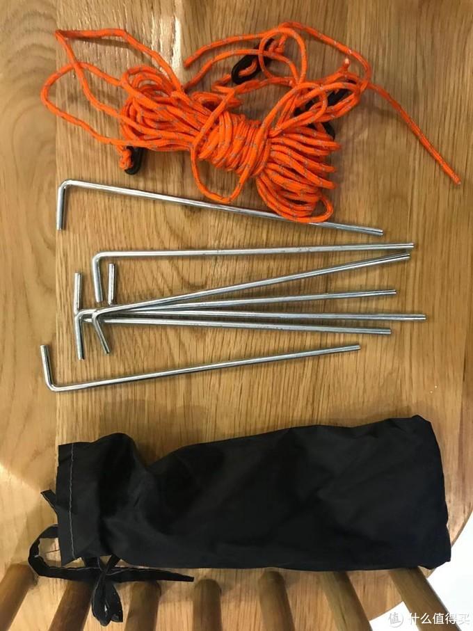 图8:地钉和绳子配件