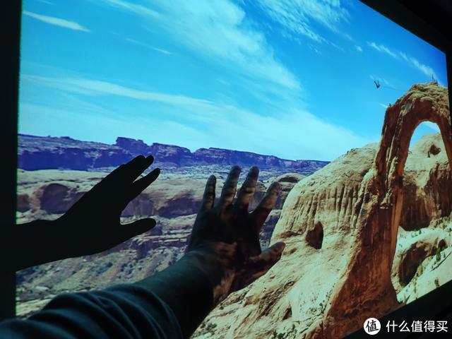 预算不超2500元,小户型如何打造百寸影院?坚果G7s智能投影仪体验