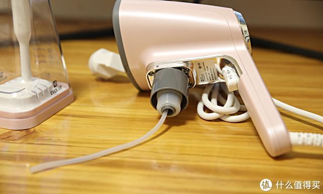 衣未手持挂烫机,只要简单几步就可以做一个整洁的人