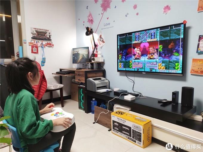 「超逸酷玩」体验SNK NEOGEO游戏控制器摇杆搓出大绝技