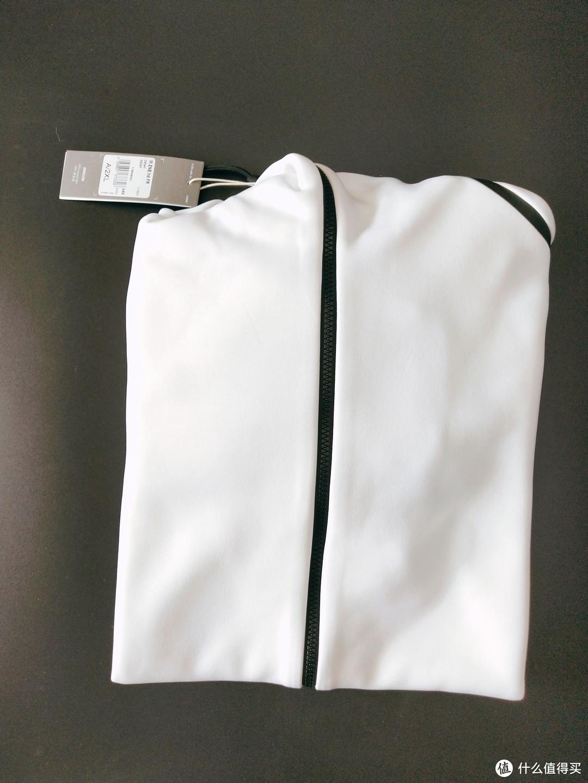 还是心心念的白色好看,黑白配经典搭配