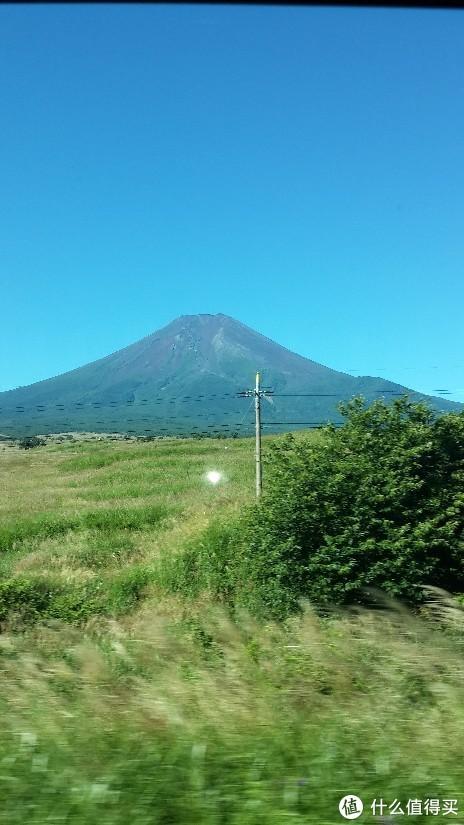 大巴上远看富士山
