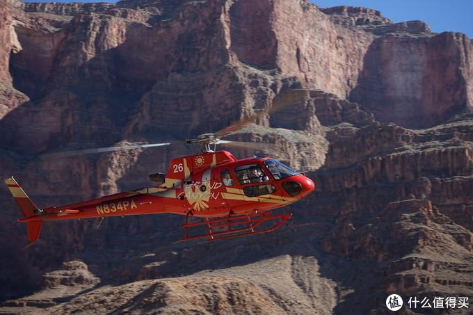 坐着直升机来到了美国科罗纳多大峡谷的谷底