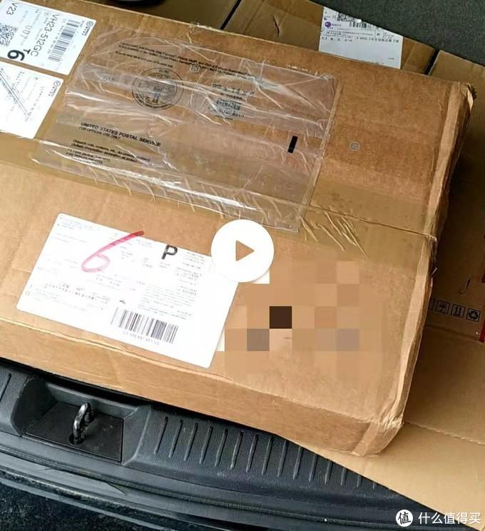 相当简陋的包装,就原箱外套一个纸箱