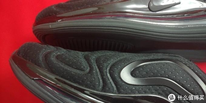 气垫和中底的连接处的大缝。