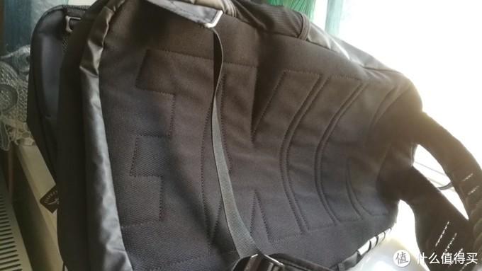 耐克包背面材质