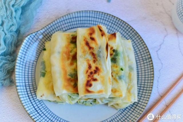韭菜盒子新做法,皮薄如纸,个个外酥里嫩,孩子一顿吃一盘,真香