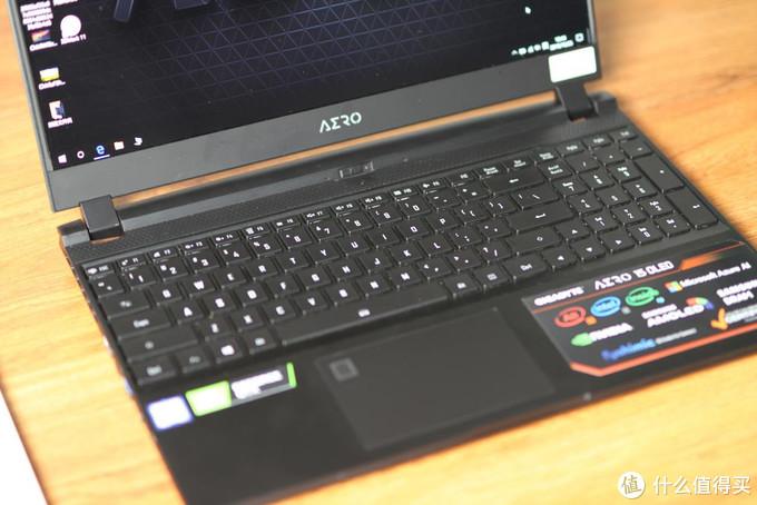 """外观性能散热""""十项全能"""":技嘉NEW AERO 15 OLED笔记本体验"""