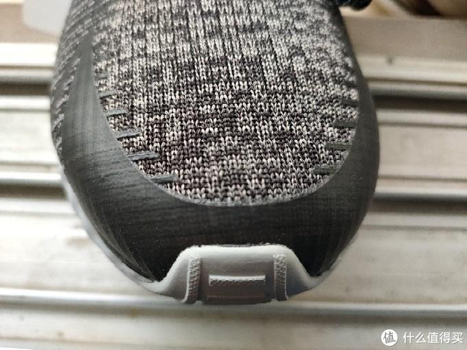鞋头轻微溢胶