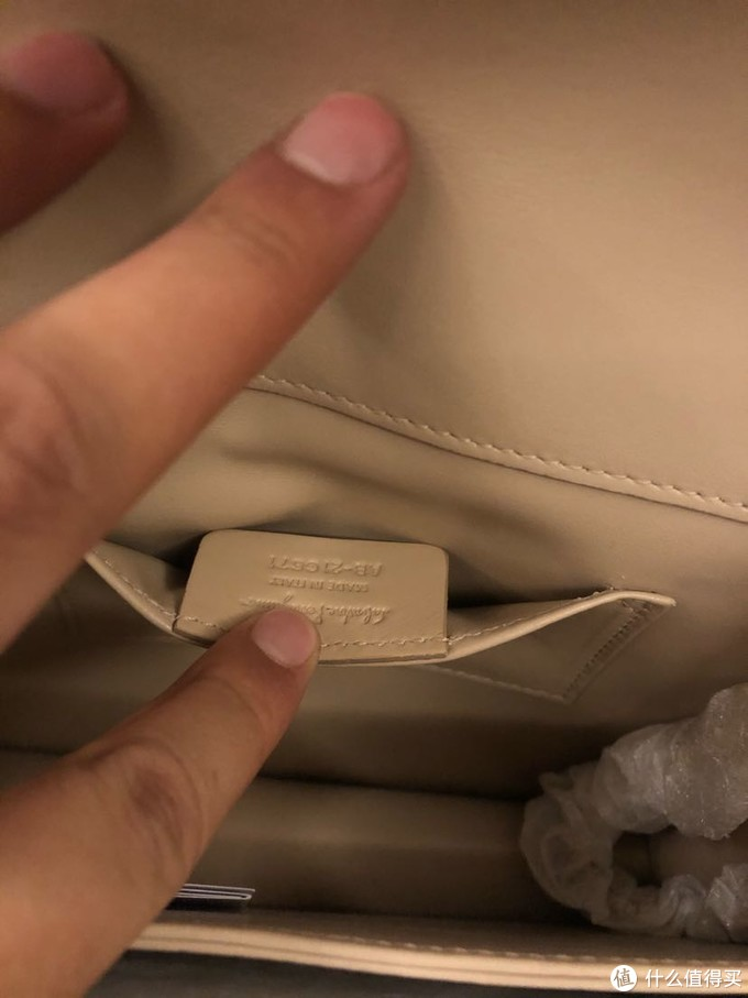 无处不在的made in italy,也是意大利人对于皮具的匠心体现,就如同瑞士表、法国香水一样。