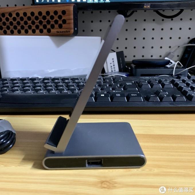 右侧有个USB口,估计是为了后期扩展用