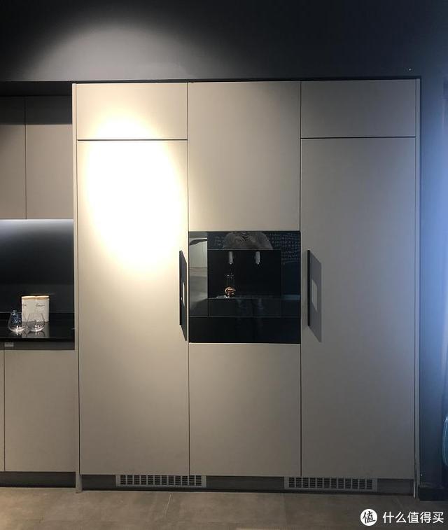 净饮机和嵌入式冰箱组合,竟然成了一个茶水间?