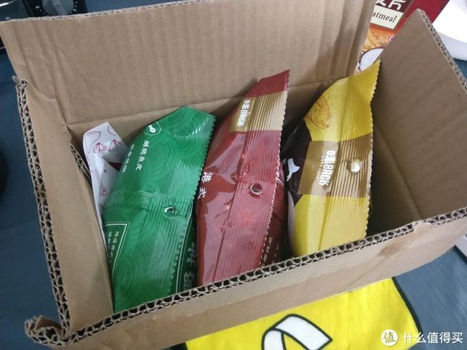 三种口味,还有一小包赠品