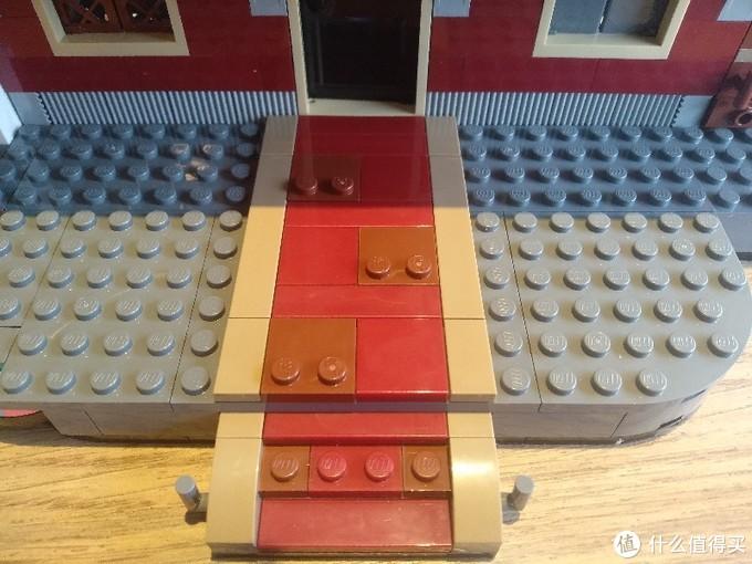大门后的红毯