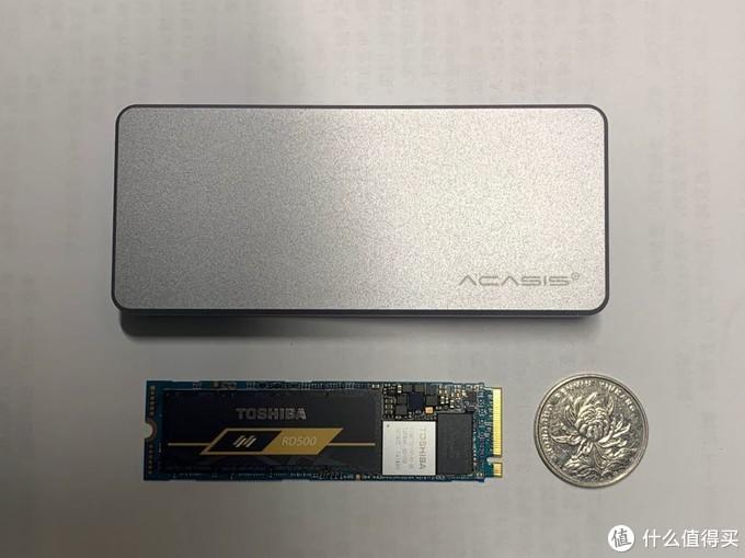 全铝硬盘盒,质感非常好,很沉。