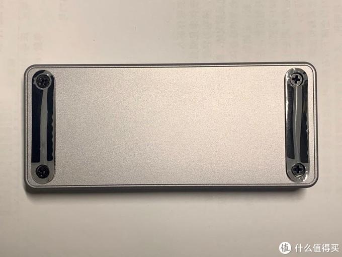 硬盘盒背面。