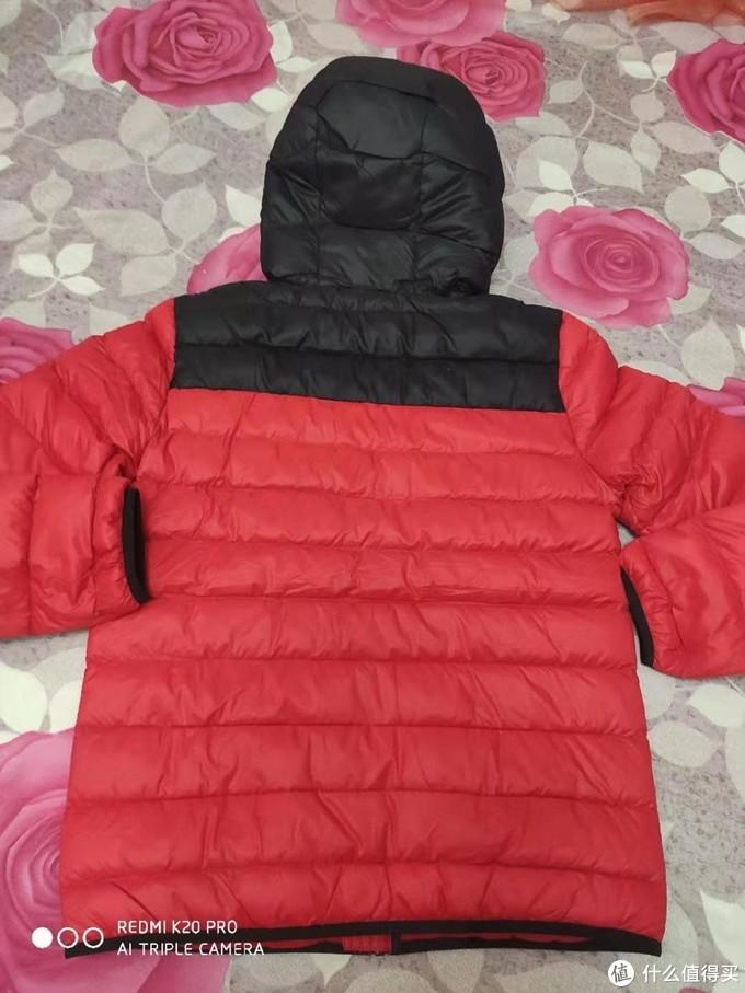 背面也是红彤彤的一片,老人就喜欢这个颜色