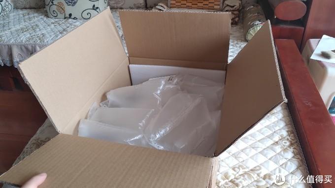 纸箱远比产品要大,我一直觉得这种过度包装有些不妥……