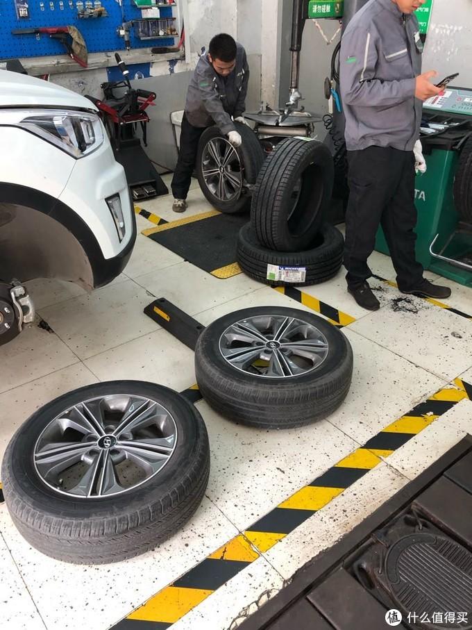 图里大家可以看到轮胎就是这么快递来的没有任何的塑料包装。