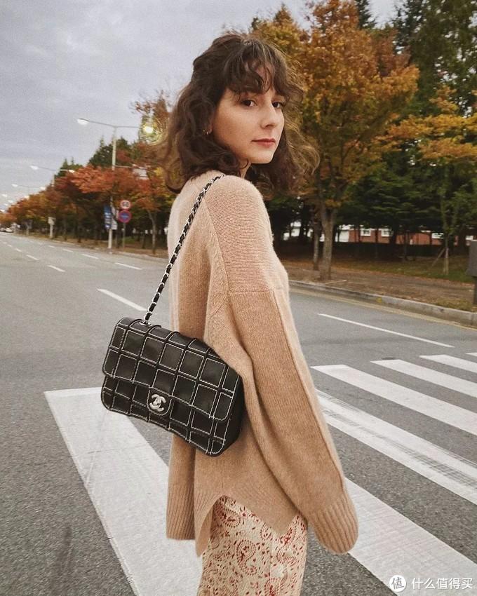 秋冬毛衣选哪款?刘雯、IU、泫雅都在穿的这件,随便搭配都好看!