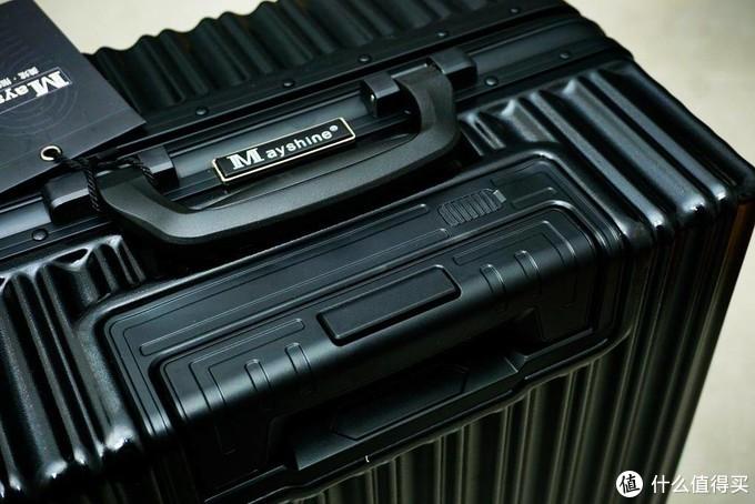 旅行箱也有大不同,看我剁手的这款美炫全自动指纹箱,出行自带科技范