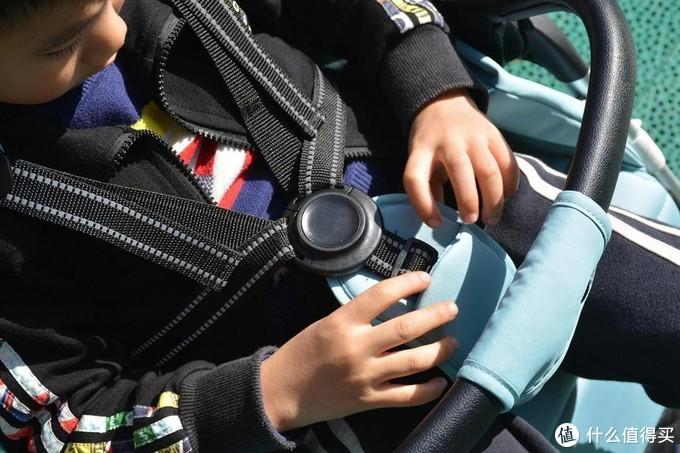 QBORN秒秒收推车:1秒自重折叠坐躺两用,适用0-4岁儿童,宝妈买它!