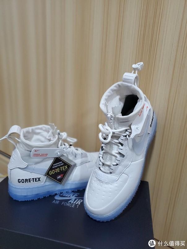 Nike Gore-Tex。这水晶底,不氧化可惜了!