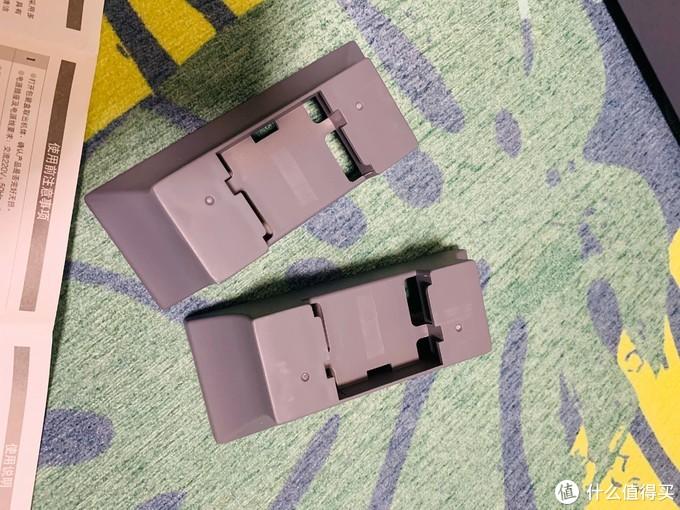 随机附带两个支撑脚,可以提升它的高度,增加它的散热性!