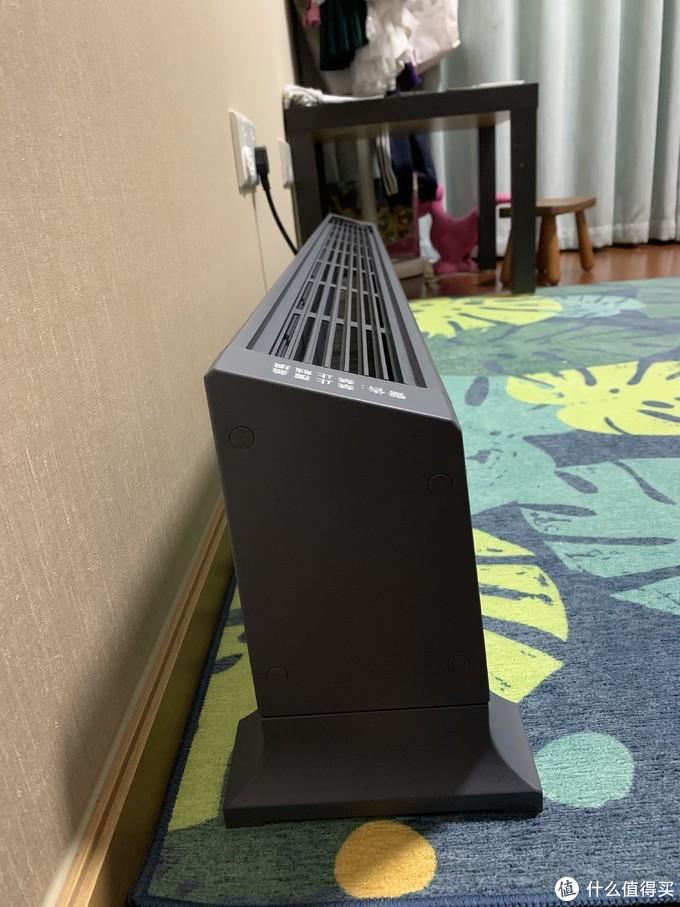 斜向的出风口,可以让暖风形成热幕帘效应,让热空气循环的更好!