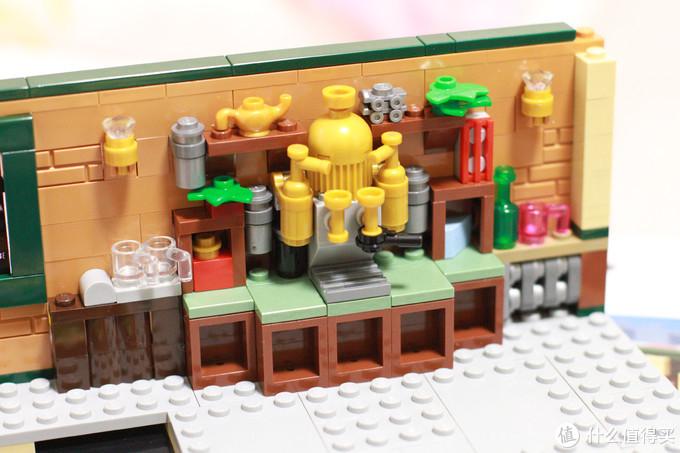 第一包是底板,没有拍,第二包开始就是内饰的拼搭,咖啡机区域