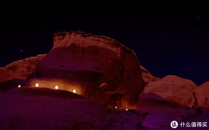 夜晚下的峡谷很是美丽