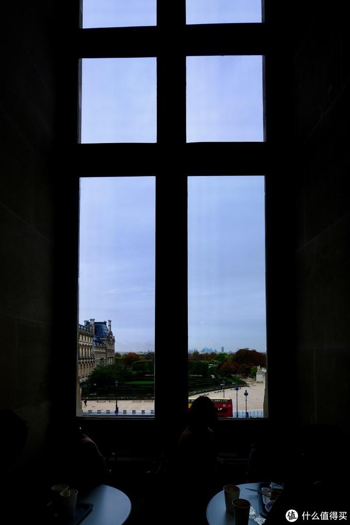 深 秋 时 节 的 巴 黎