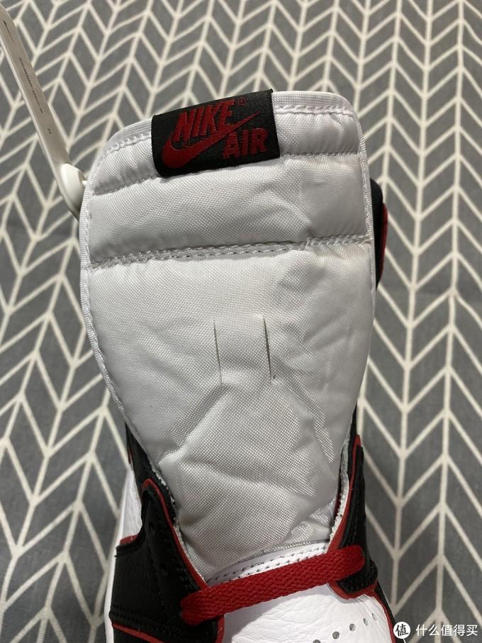Air Jordan 1黑红外线
