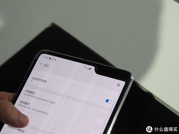 SAMSUNG 三星 W20 5G手机发布会上手图赏,W2019的满分升级,经典翻盖迎来折叠屏