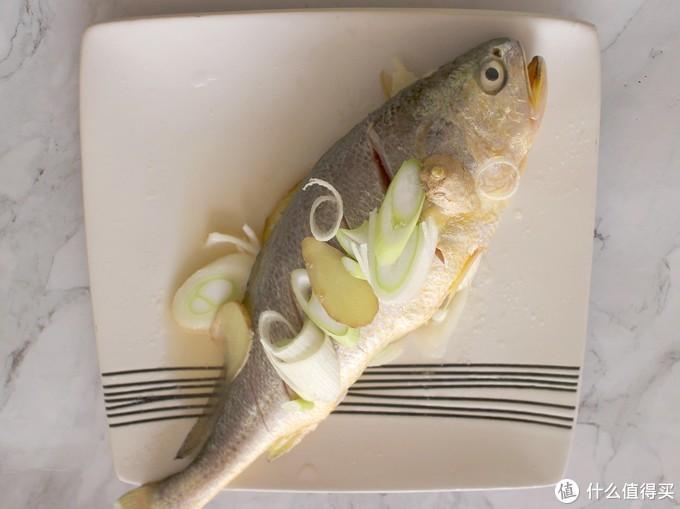 煎鱼时,在鱼身上抹点这种调味料,不粘锅,不破皮,鱼肉鲜美入味