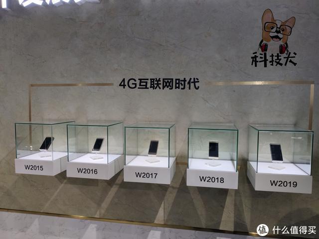心系天下三星W20 5G折叠屏手机正式发布