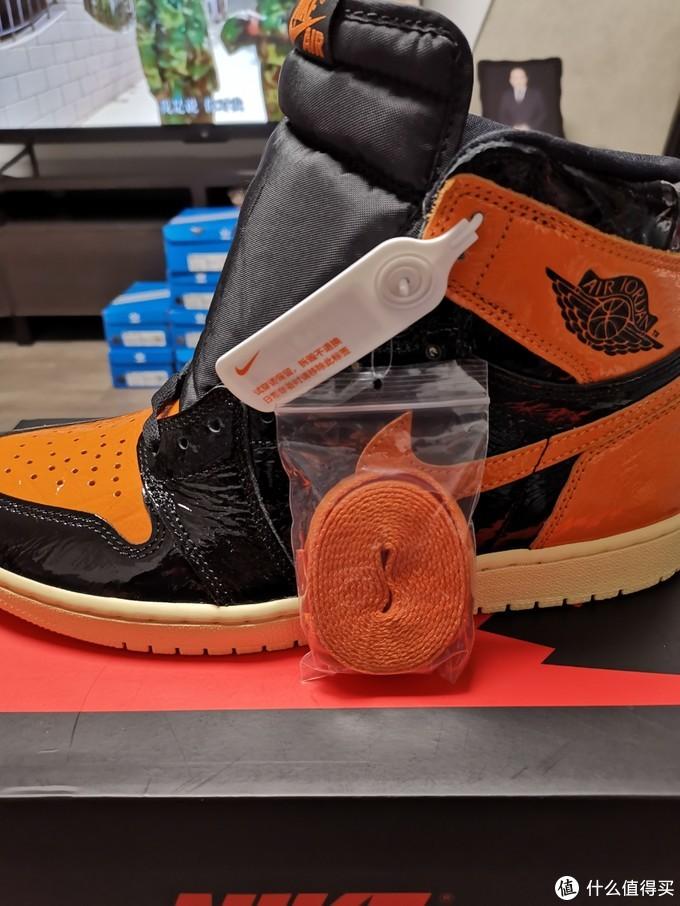 防伪扣和送的橙色鞋带